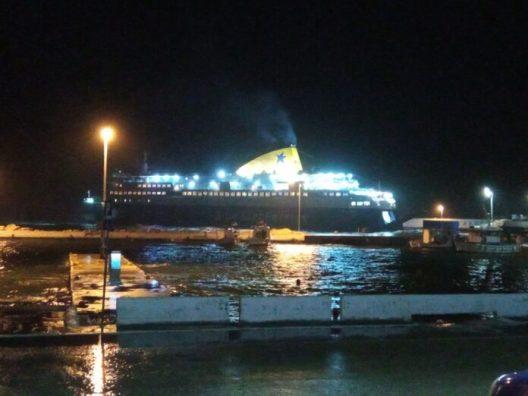 Πρόσκρουση του Νήσος Μύκονος στο λιμάνι του Αγίου Κηρύκου (1)