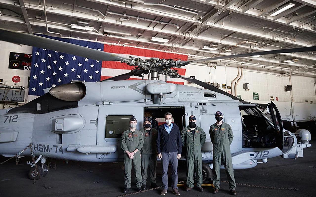 Όπως ο Σημίτης κι ο Μητσοτάκης: Η Ν.Κορέα με €372εκ πήρε 12 MH-60R η Ελλάδα με €465εκ μόλις 7 MH-60R Seahawk (Romeo)
