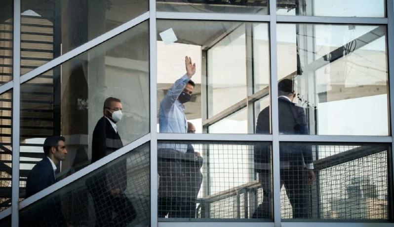 Κυριάκος Μητσοτάκης Οι αλλοι διαδηλωνουν κι αυτος νομιζει οτι τον αποθεωνουν