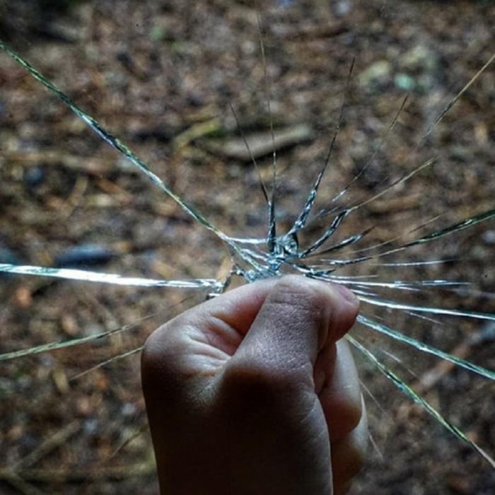 FIST GLASS ΓΡΟΘΙΑ ΤΖΑΜΙ ΧΕΡΙ HANDS UP ΓΥΝΙΑΚΟΚΟΚΤΟΝΙΑ