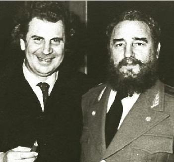 1983-10-6_ο-Μ.Θ.-κατά-την-απονομή-του-βραβείου-«Λένιν»-από-τον-Μπλόχιν-στη-Μόσχα-768x875