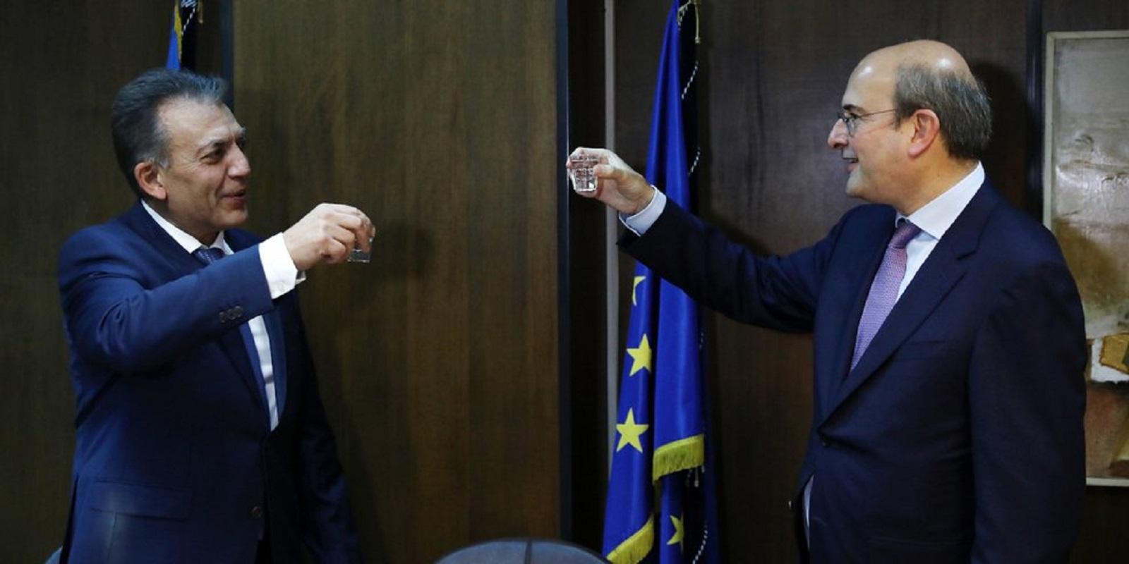 Δυο χρόνια κορόιδευαν τα γεροντάκια – Υπόσχονταν 2.000-3.000 ευρώ αναδρομικά και δεν έδωσαν τίποτα! (Βίντεο)