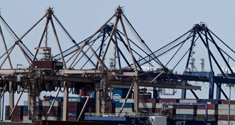 COSCO: Δούλευαν σερί 12ωρα ο νεκρός εργάτης και ο χειριστής του γερανού που τον πλάκωσε